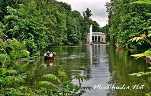 Софиевский Парк создан по мотивам древнегреческих мифов, что лучше всего и было воплощено в его прекрасных ландшафтах.