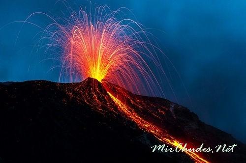 Ночное извержение вулкана Стромболи