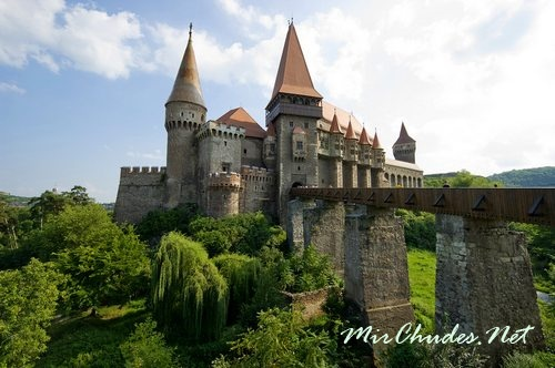 Замок Корвинешть — самый большой замок в Румынии