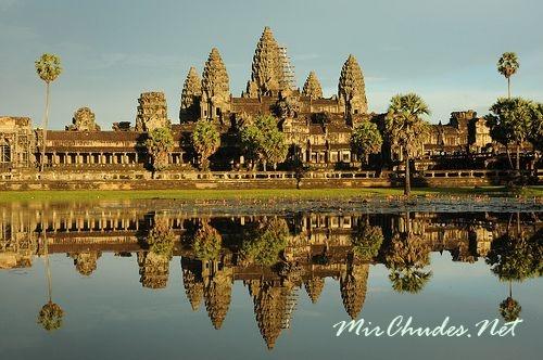 Храмовый комплекс Ангкор-Ват считается крупнейшим культовым сооружением на Земле.