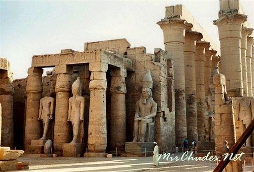 Скульптурные изваяния фараона Рамсеса II