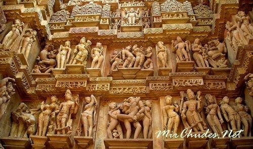 Фасад храма Кандарья-Махадева.