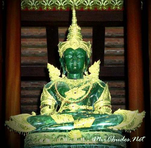 Статуя Изумрудного Будды — святыня Ват Пхра Кео.
