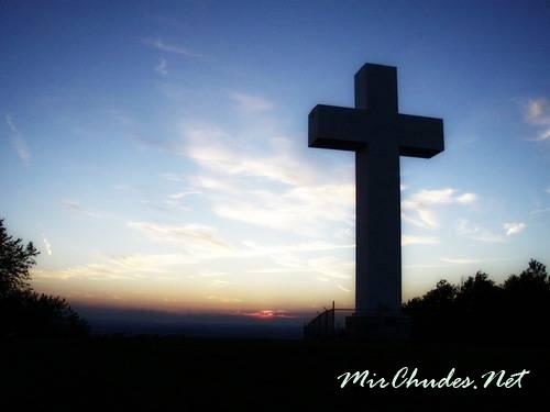 Знак креста считается главнейшим символом христианства, но так было не всегда.