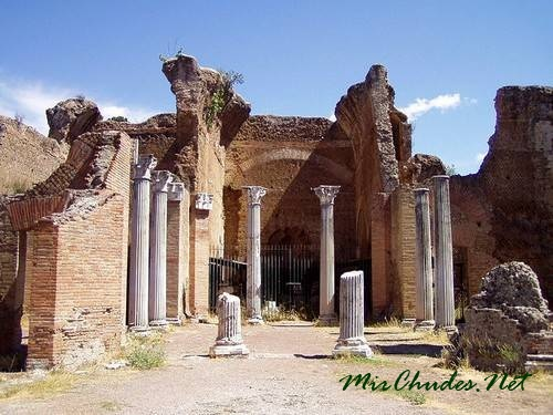 Фрагмент одной из колоннад императорского дворца. Вилла Адриана.