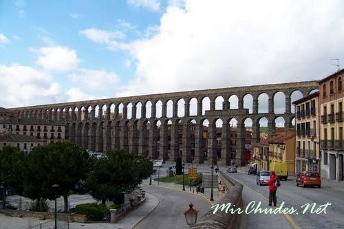 Акведук в Сеговии — самый высокий и красивый акведук Европы.
