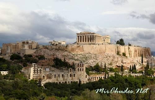 Афинский акрополь создал знаменитый скульптор Фидий в эпоху расцвета Древней Греции.