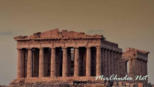 Парфенон — главная достопримечательность Афинского акрополя.