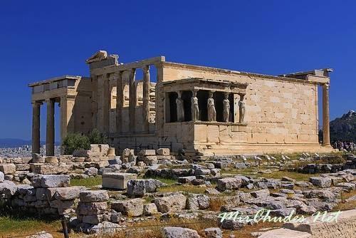 Эрехтейон — самый молодой храм Акрополя