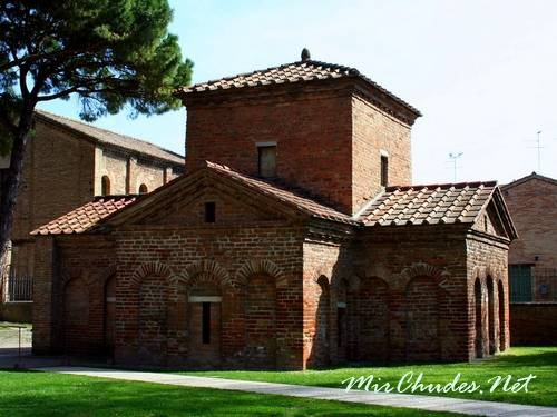 Мавзолей Галлы Плацидии в Равенне (Италия).
