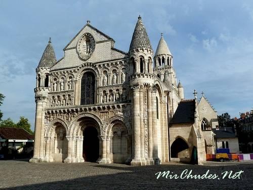 Собор Нотр-Дам ля Гран в Пуатье — шедевр французской романики.