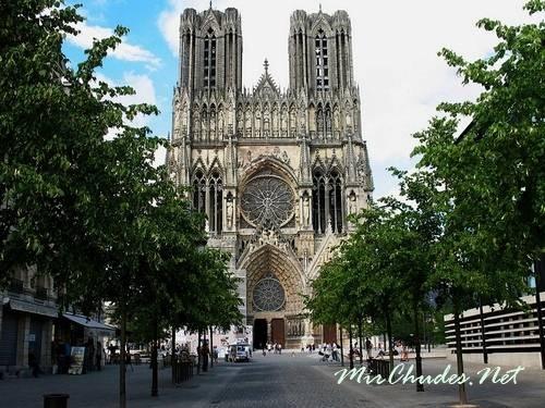 Реймский Собор — самый красивый из готических соборов Франции (г. Реймс, 1211 — 1290 гг.).