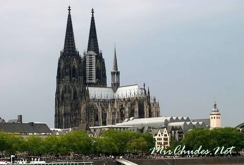 Кельнский собор считается самым совершенным памятником высокой готики(г. Кельн, Германия, 1248 — 1880 гг.).