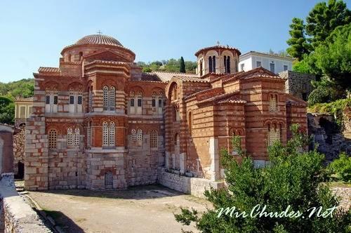 Ансамбль Монастыря Осиос Лукас в Дистомо (Греция, 946-961 гг.).