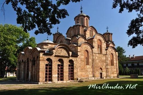 Успенский собор монастыря Грачаница (г. Приштина, Косово, 1315-1321 гг.).
