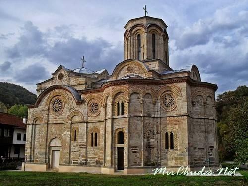 Церковь Введения Богородицы в храм монастыря Каленич (г. Рековац, Сербия, 1407-1413 гг.).