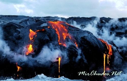Беспрерывно извергающийся вулкан Килауэа.