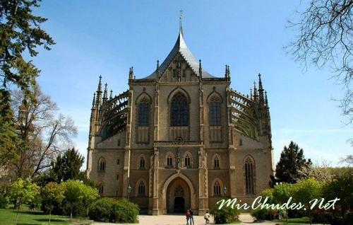 Храм покровительницы шахтеров Святой Варвары (Барборы) в Кутна-Горе как воплощение стиля поздней готики считается одним из самых оригинальных в Европе.