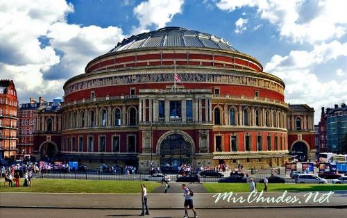 Королевский Альберт-холл в Саут-Кенсингтоне. Выступление на его сцене — высокая честь для музыкантов всего мира.