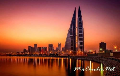 В ночное время здание Всемирного торгового центра Бахрейна напоминает то ли космодром, то ли сказочный парусник.