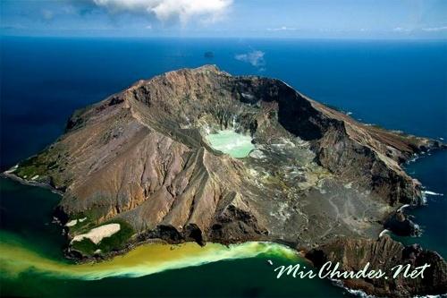 Остров Уайт-Айленд маори называют Те Пуиа о Факаари — «поразительный вулкан»: этот остров — самый активный вулкан Новой Зеландии.