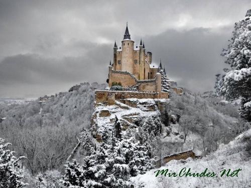 Сеговия Алькасар - самый известный замок в Испании