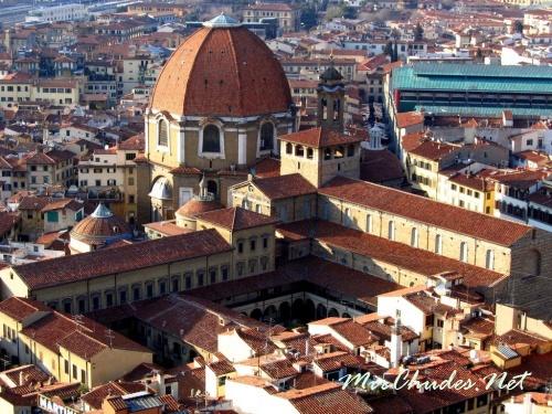 Библиотека Лауренциана  —  государственная библиотека Италии, находящаяся в городе Флоренция.