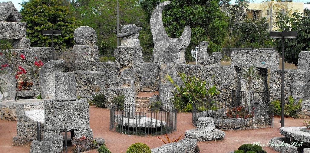 1488990788_coral-castle.jpg